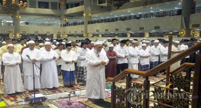Not-Offering-Tarawih-Prayer-because-of-Work.jpg