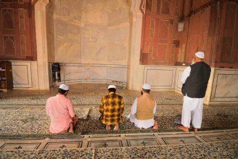 Praying Nafl in Congregation: Allowed?